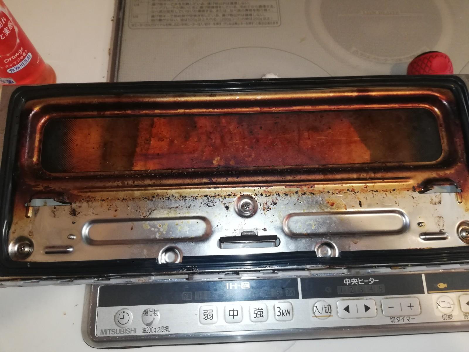 キッチン周りの焦げが取れないのでスッキリきれいにしてほしい!Before