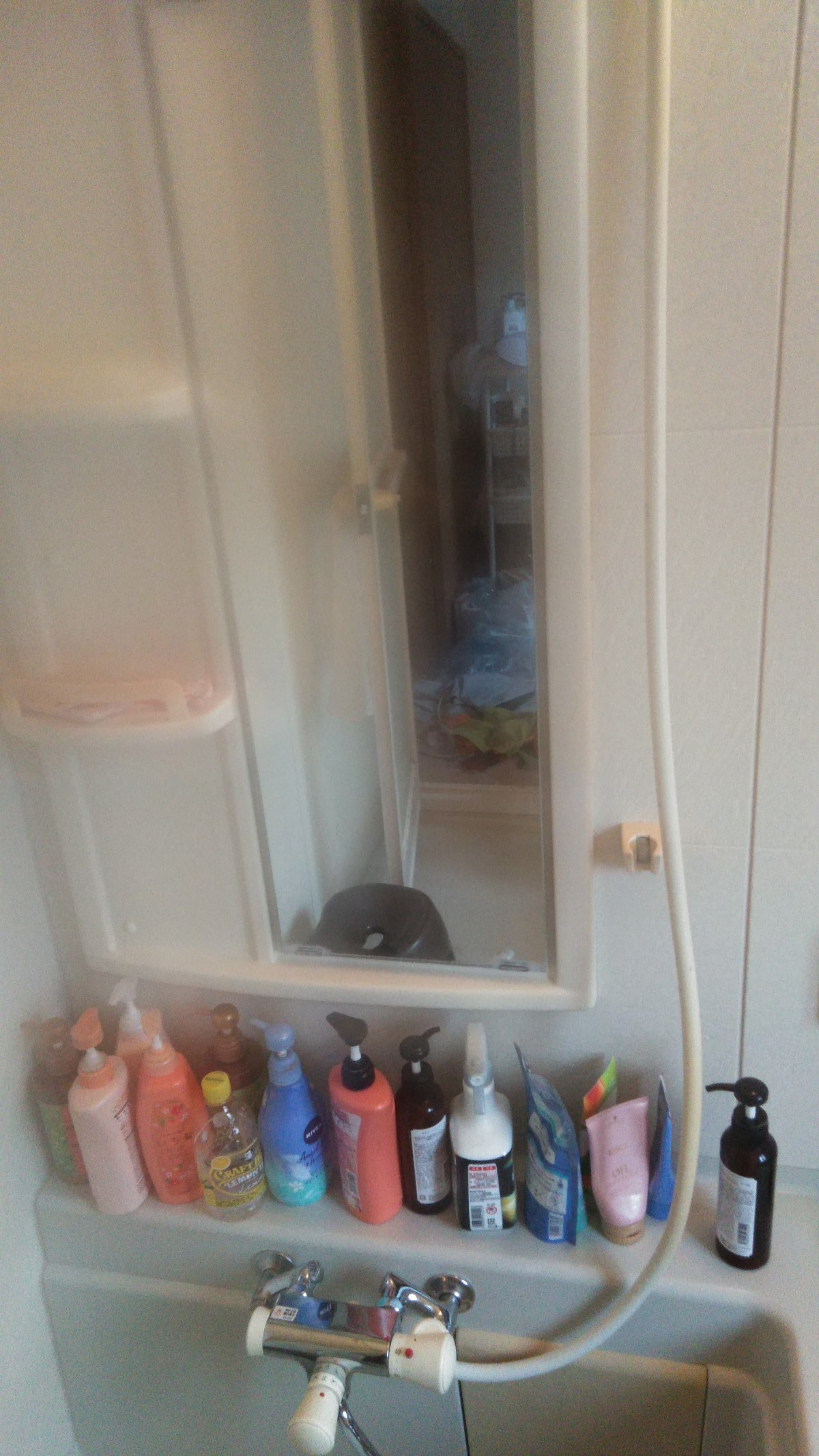 浴室の鏡の水垢がひどくて、キレイにしたい!After