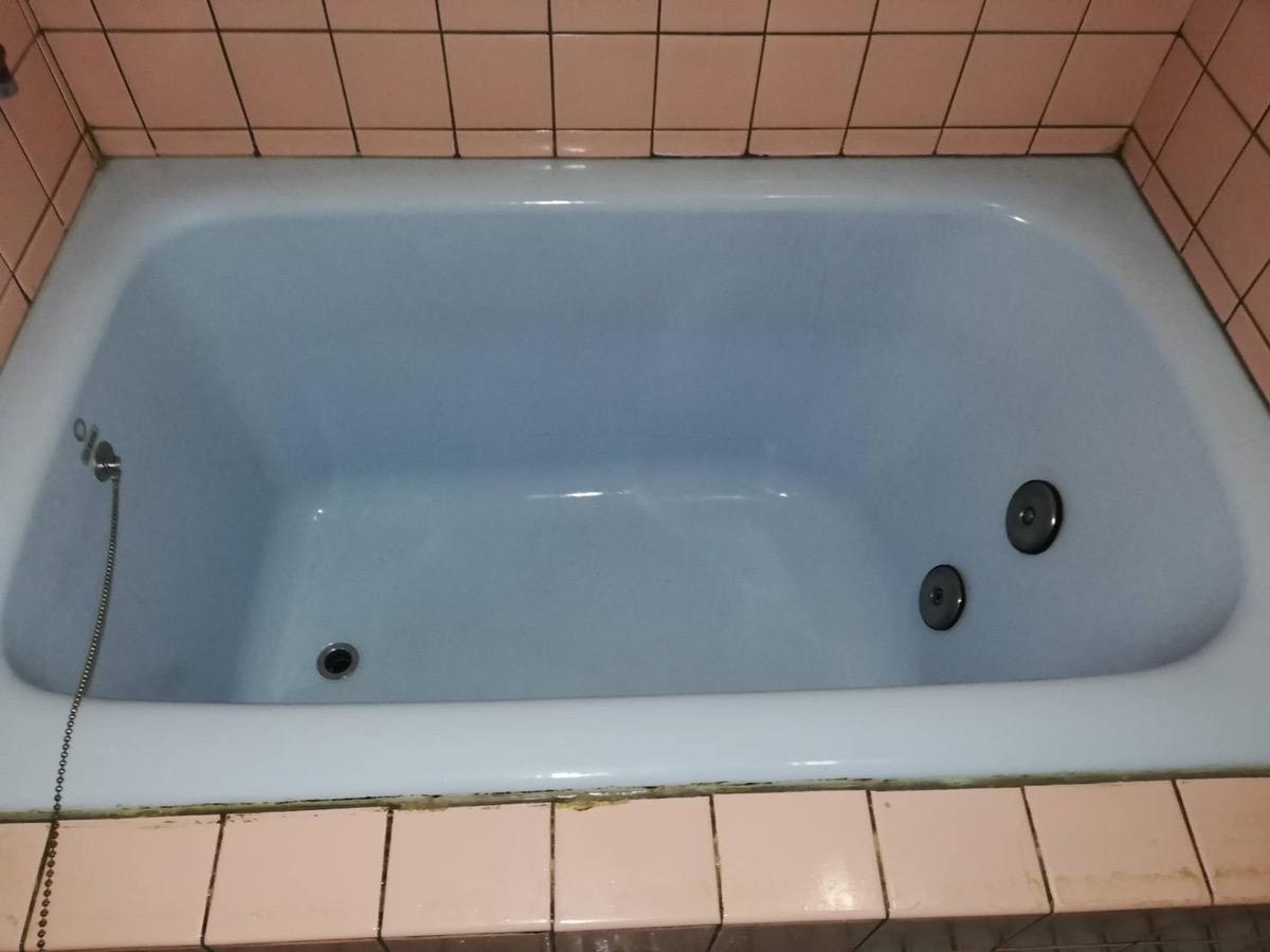 浴槽の黒ずみをなんとかしてキレイにしてほしい!After